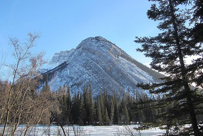a photo of a mountain in Banff, Alberta
